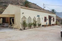 Country villa on one level with fabulous views on large country plot (0)