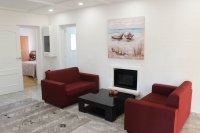 4 bed 2 bath detached villa with private pool, complete with separate 2 bed apartment. (26)