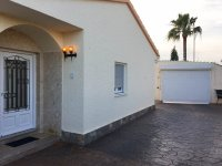 4 bed 2 bath detached villa with private pool, complete with separate 2 bed apartment. (43)