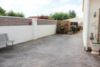 4 bed 2 bath detached villa with private pool, complete with separate 2 bed apartment. (3)