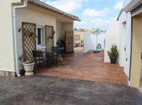 4 bed 2 bath detached villa with private pool, complete with separate 2 bed apartment. (2)
