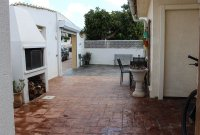 4 bed 2 bath detached villa with private pool, complete with separate 2 bed apartment. (41)