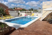 4 bed 2 bath detached villa with private pool, complete with separate 2 bed apartment. (38)