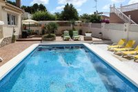 4 bed 2 bath detached villa with private pool, complete with separate 2 bed apartment. (1)