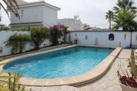 Traditional 3 bed, 2 bath detached villa with garage, private pool, and large private gardens (10)