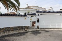 Traditional 3 bed, 2 bath detached villa with garage, private pool, and large private gardens (22)