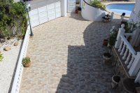Traditional 3 bed, 2 bath detached villa with garage, private pool, and large private gardens (23)