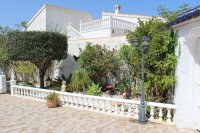 Traditional 3 bed, 2 bath detached villa with garage, private pool, and large private gardens (24)