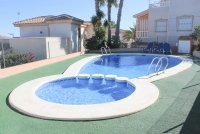 Detached 3 bed, 2 bath property, with private pool and bar/entertainment area (19)
