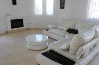 Well presented villa, 3 bedrooms, 2 bathroom, private pool and off road parking (5)