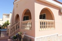 Well presented villa, 3 bedrooms, 2 bathroom, private pool and off road parking