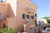 Well presented villa, 3 bedrooms, 2 bathroom, private pool and off road parking (21)