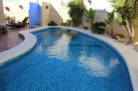 Well presented villa, 3 bedrooms, 2 bathroom, private pool and off road parking (18)