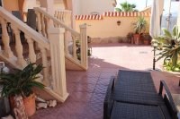 Well presented villa, 3 bedrooms, 2 bathroom, private pool and off road parking (23)