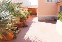 Well presented villa, 3 bedrooms, 2 bathroom, private pool and off road parking (25)