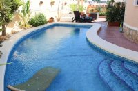 Well presented villa, 3 bedrooms, 2 bathroom, private pool and off road parking (19)