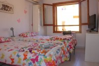 Well presented 2 bed, 1 bath apartment on gated community within 300 meters of the beach (11)