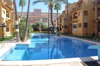 Well presented 2 bed, 1 bath apartment on gated community within 300 meters of the beach (4)