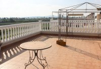 Beautiful South facing 2 bed apartment with countryside views and communal pool (18)