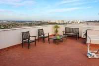Beautifully presented 2 bedroom, 1 bathroom, apartment on private community. (19)