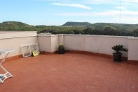 Beautifully presented 2 bedroom, 1 bathroom, apartment on private community. (20)