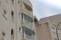 Beautifully presented 2 bedroom, 1 bathroom, apartment on private community. (28)
