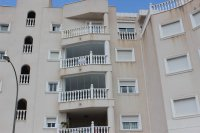 Beautifully presented 2 bedroom, 1 bathroom, apartment on private community. (29)