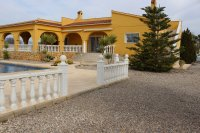 WOW FACTOR Stunning Detached Country Property with 10 x 5 meter pool (14)