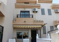 Stylish 3 Storey Townhouse Close to the Beach