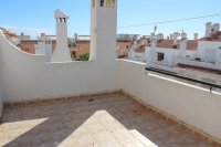 Lovely 3 bedroom townhouse overlooking pool on gated community (17)