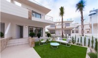 Stunning new design townhouses overlooking the communal pool (10)