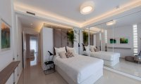 Stunning new design townhouses overlooking the communal pool (9)
