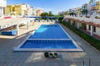 Spacious south facing 1 bedroom seaside apartment walkable to the beach (8)