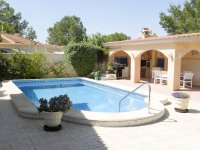Beautiful south facing villa in the heart of Campoverde (1)