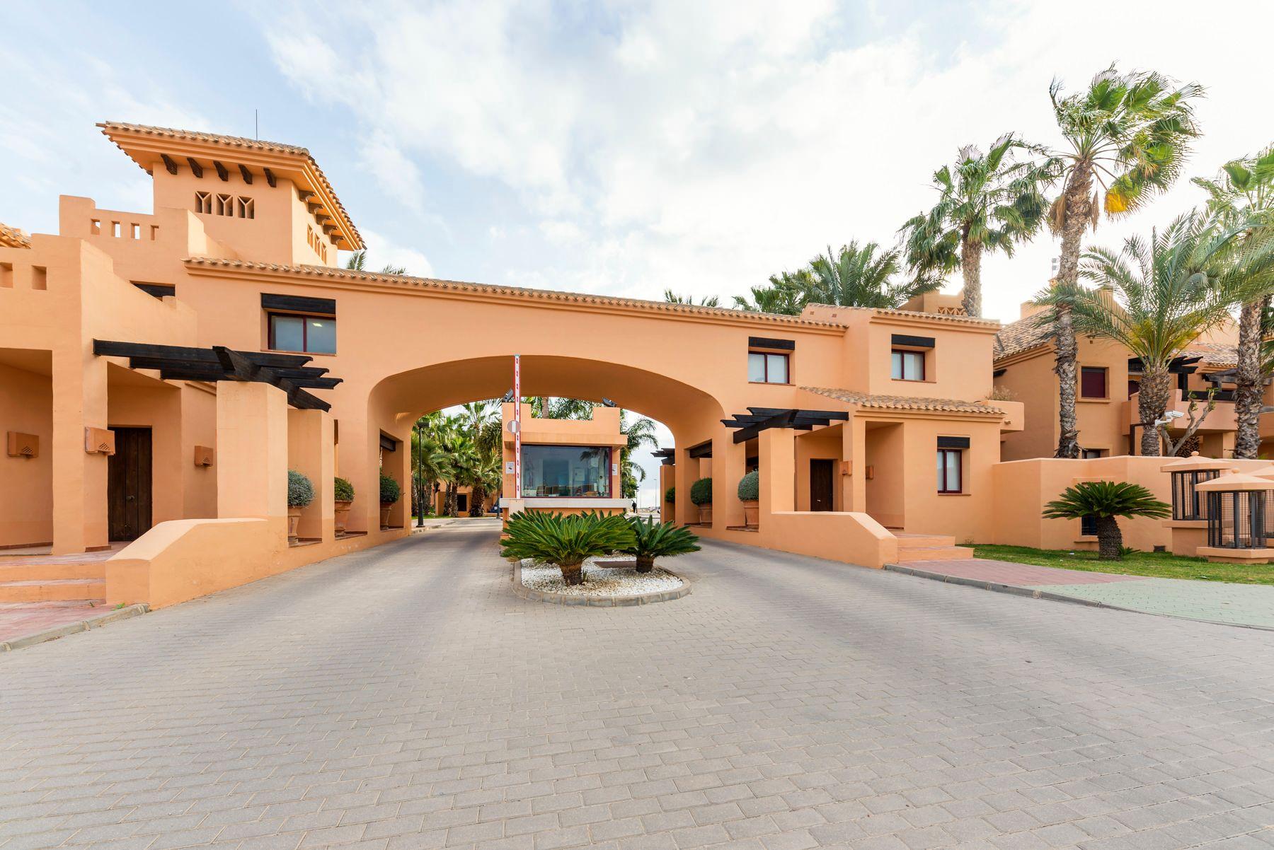 Ref:658012 Apartment For Sale in Los Alcázares