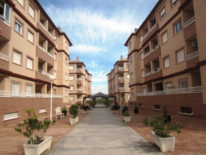 1ST FLOOR APARTMENT IN RESIDENCIAL CECILIA IN IMMACULATE CONDITION
