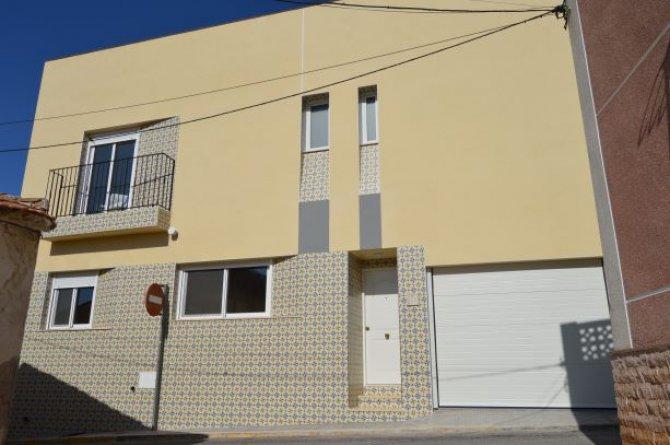 Brand new house in the heart of Arneva