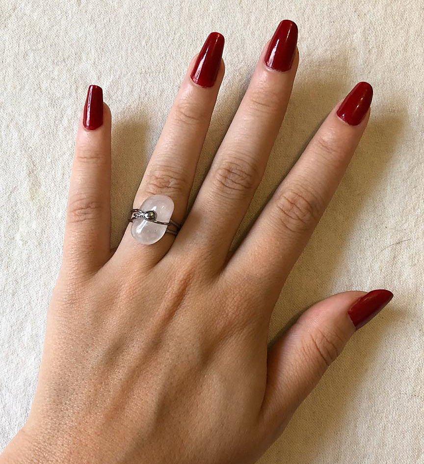 Anel Quartzo Rosa com detalhe bolinha