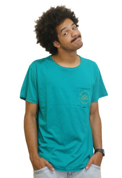 Camiseta Outstanding Lifestyle Bolso Authentic Verde