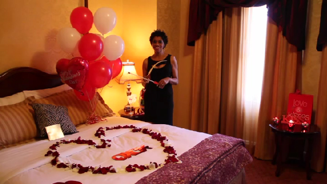 Video romantic ways to decorate a hotel room on valentine for Decor your hotel