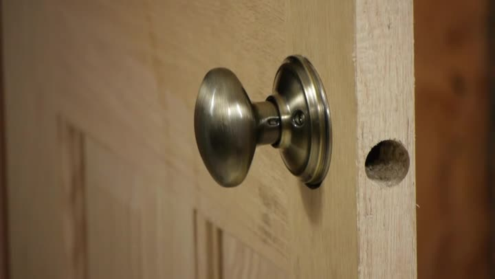 Video How To Install A Dummy Door Knob On A Pre Bored