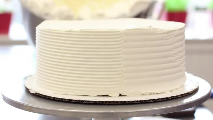 Video: Decorating Techniques for Buttercream Icing on ...