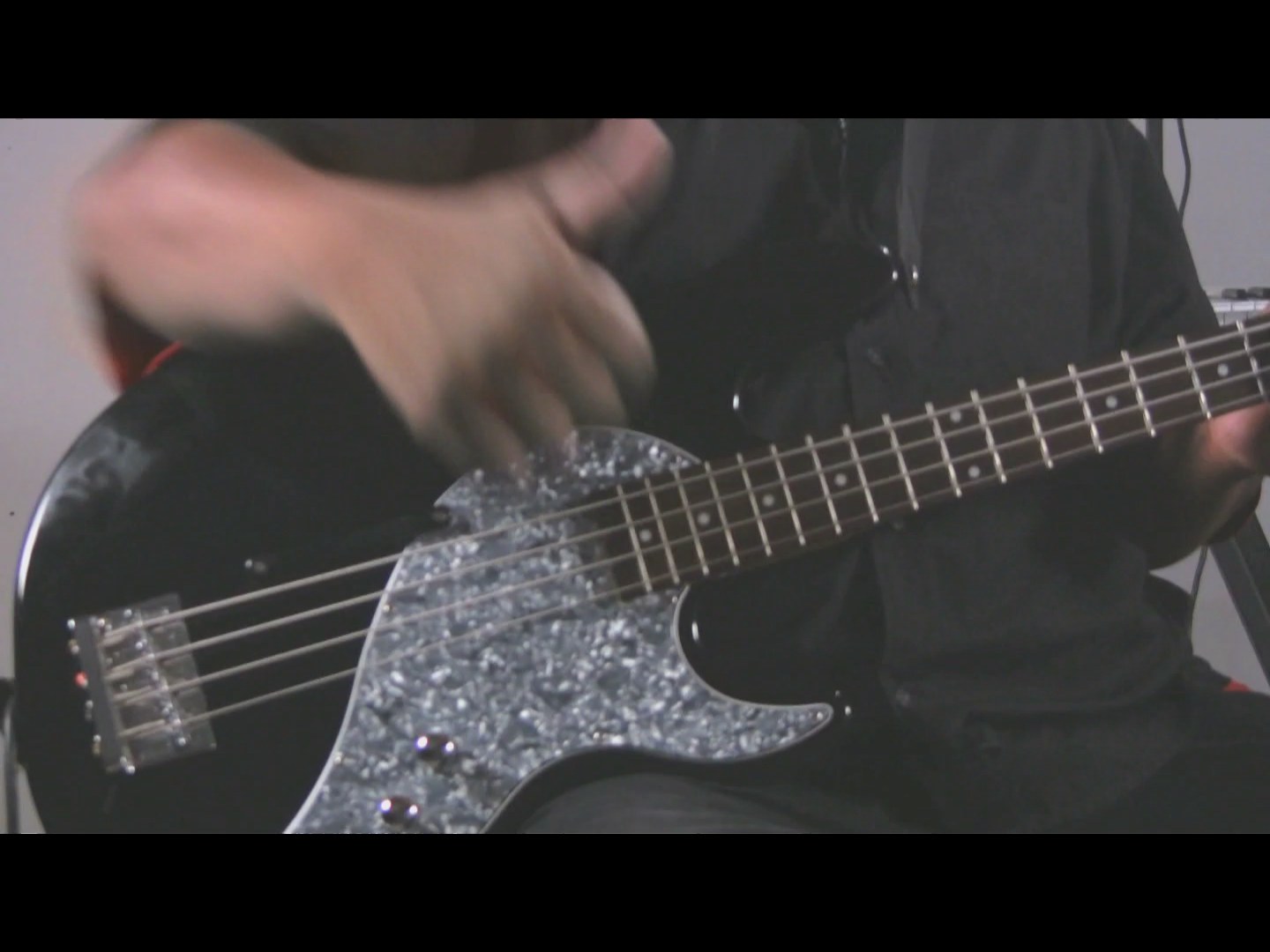 video double thumb slapping technique for bass guitar ehow. Black Bedroom Furniture Sets. Home Design Ideas