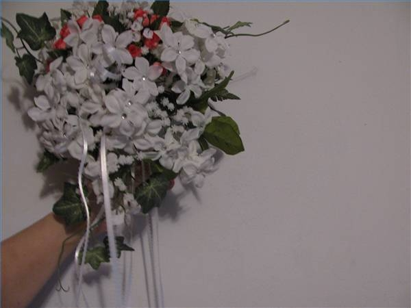 How To Make Cascading Bouquets Out Of Silk Flowers