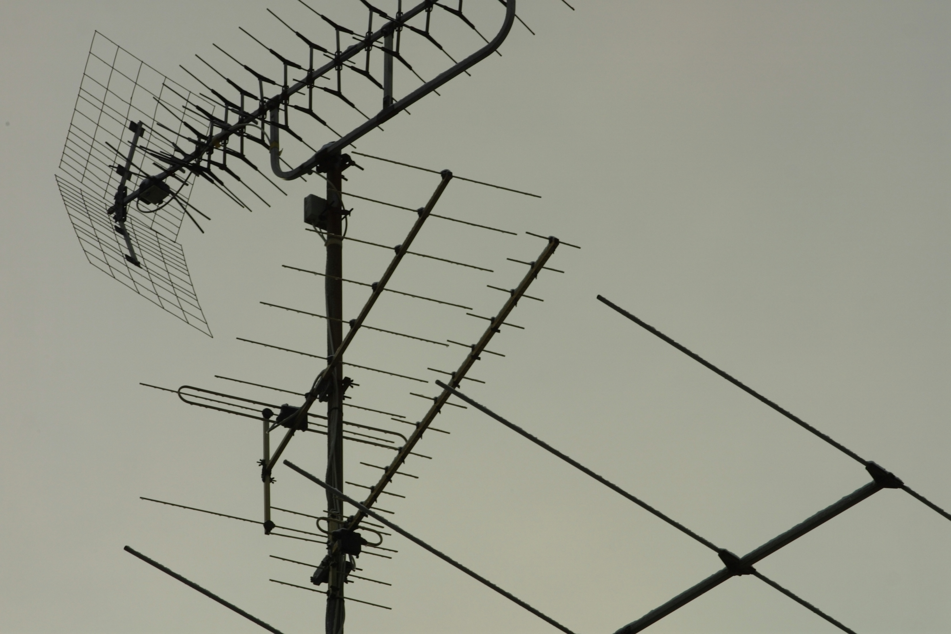 ClearView HDTV Antenna: Indoor 50 Mile Range Signal Amplifier?