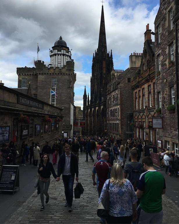 The royal Mile in Edinburg that leads to the castle