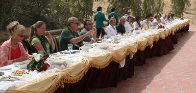 Now is the is the way to see a horse presentation, enjoying an amazing feast while seeing the beautiful horses owned by Sheikh Abdullah and Sheikh Mohammed