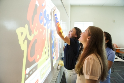 Students at Tampa Prep Use BrightLink Pro