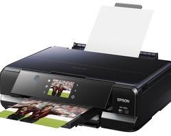 Présenté dans un boîtier compact aux lignes profilées, le mini-en-un Epson Expression Photo XP-950 assure des impressions grand format de qualité professionnelle.