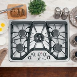 "GE Café™ 30"" built-in gas cooktop"